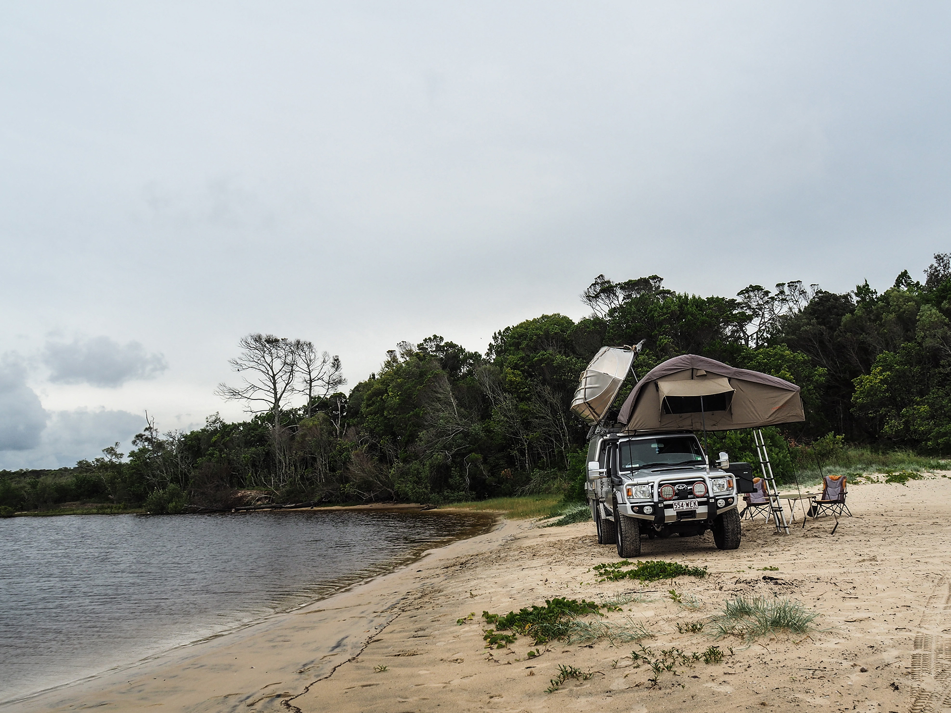 boat loader with rooftop tent